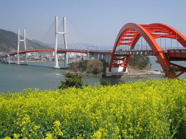 Salah satu jembatan penghubung di Pulau Jeju, Korea Selatan